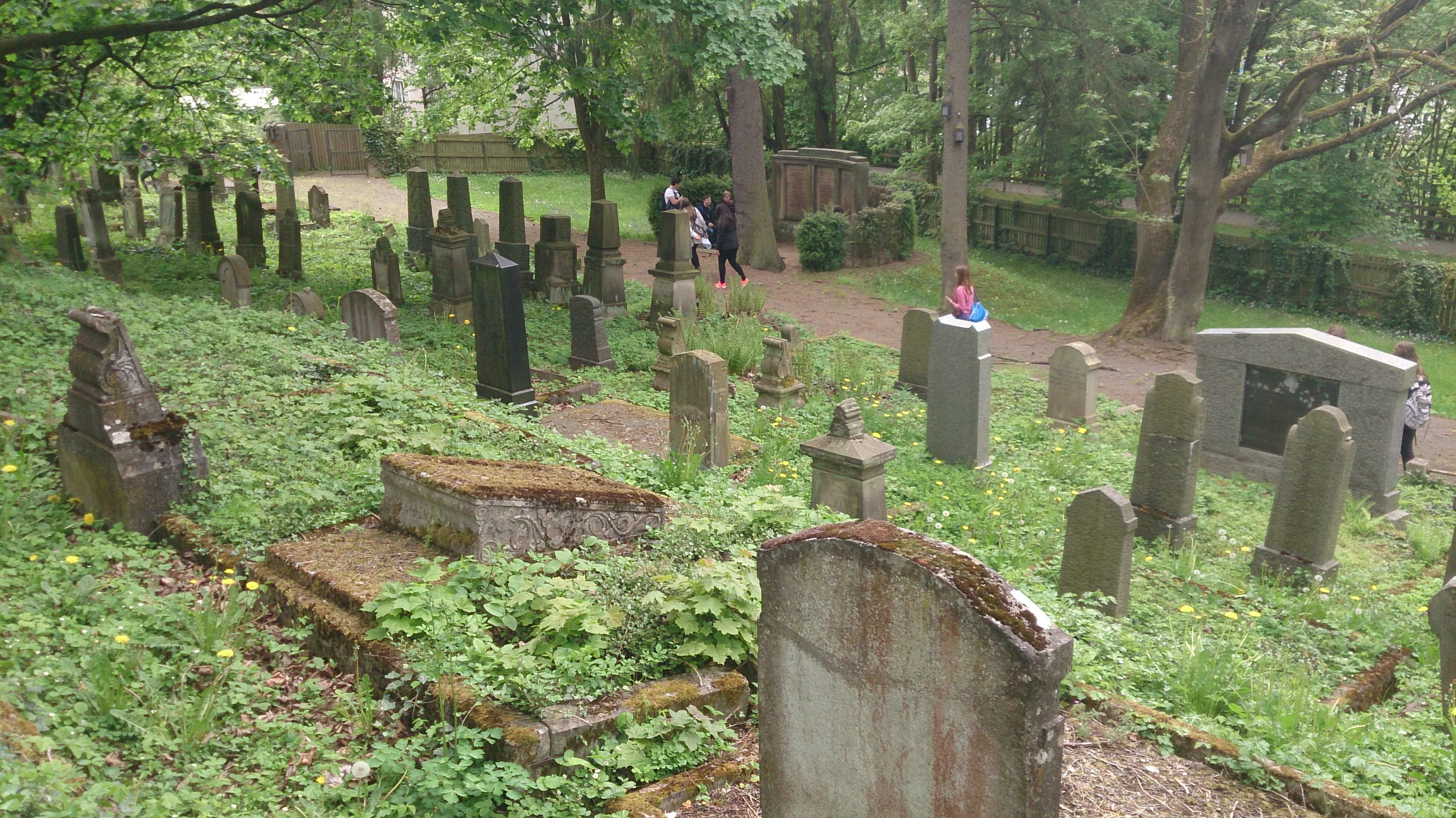 http://korbach-youth.de/wp-content/uploads/2015/05/j%C3%BCdischerfriedhof1_mini.jpg
